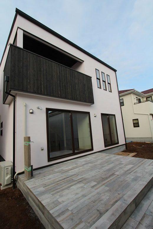 龍ヶ崎市の新築一戸建てのタイルデッキ