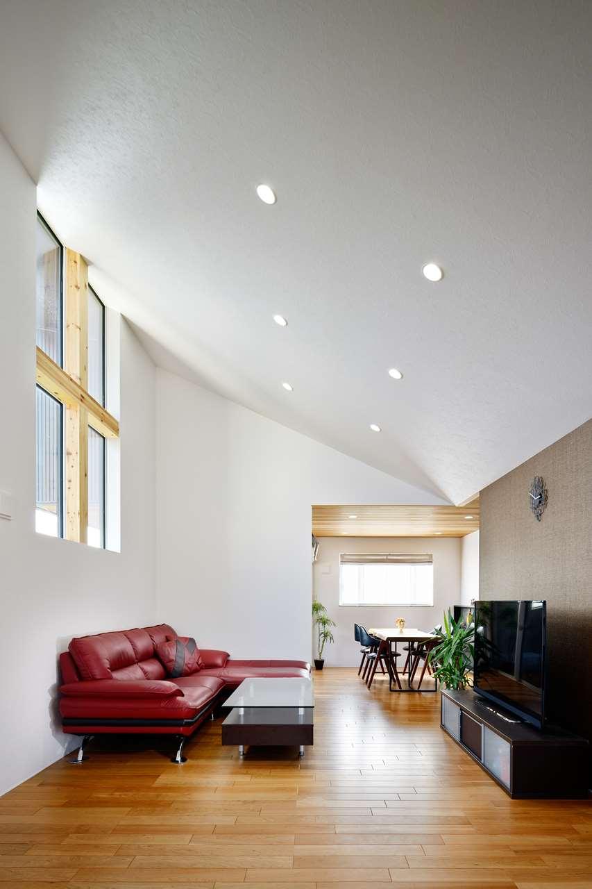 龍ヶ崎市の新築一戸建てのリビングと勾配天井