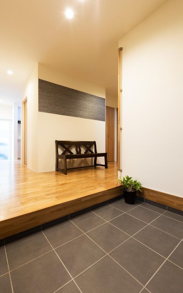 笠間市の新築一戸建ての玄関から見る廊下