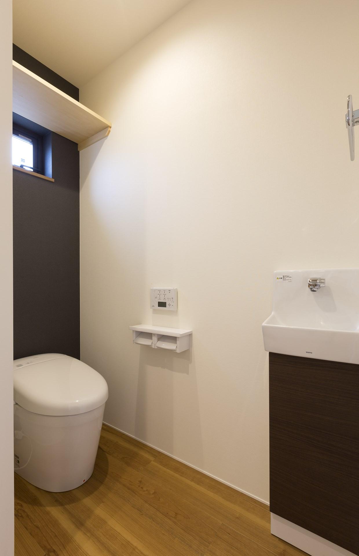 つくば市の桜の見える新築一戸建てのトイレ