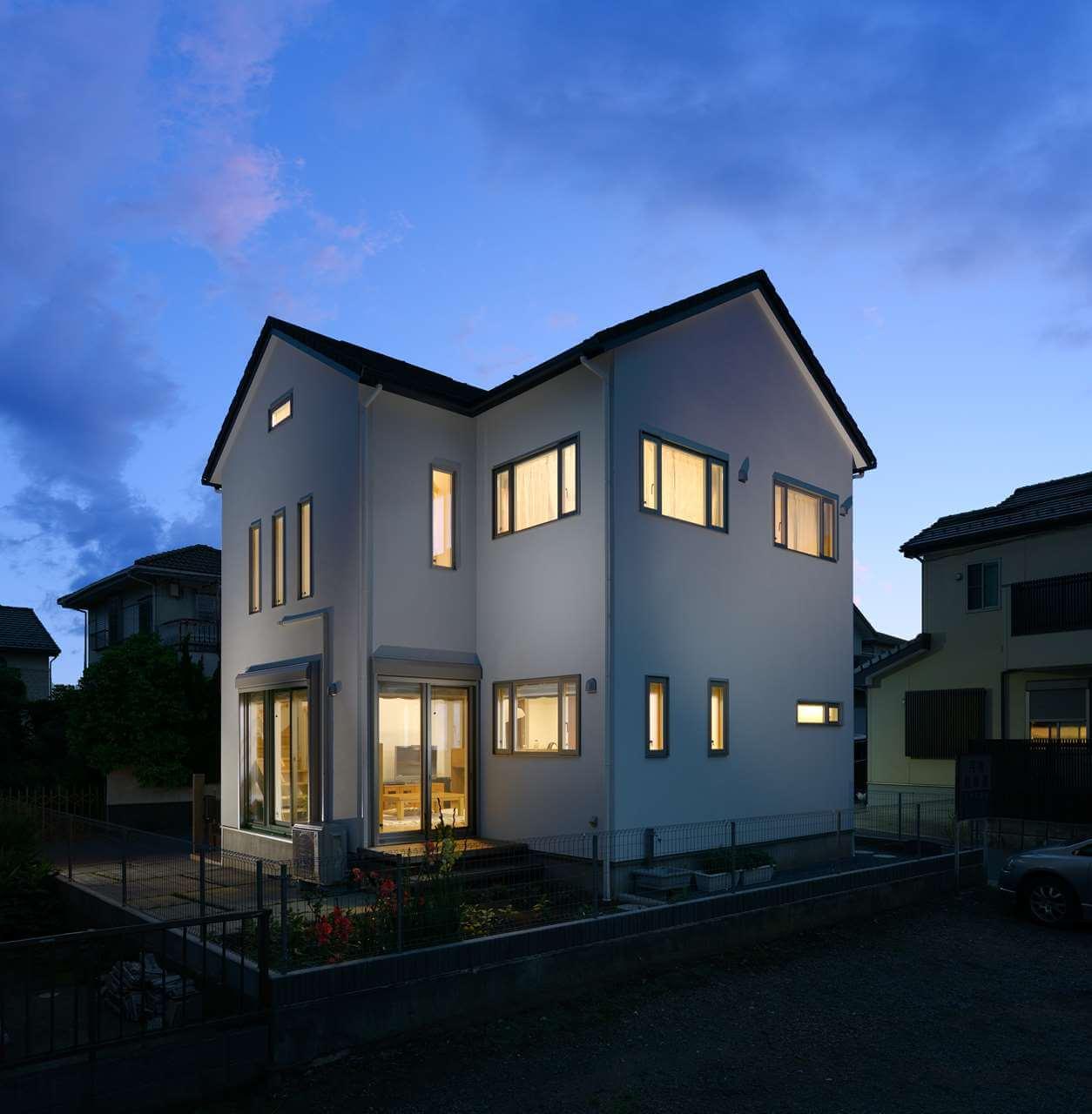 守谷市の新築一戸建ての外観夜